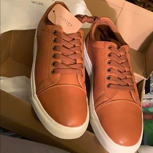 New from Milan  VOSTEY Mens Tan Sneakers size 8